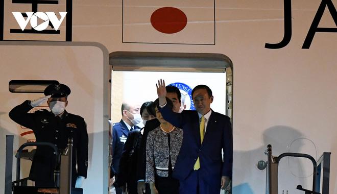 Hình ảnh Thủ tướng Suga Yoshihide và đoàn cấp cao Nhật Bản đến Nội Bài - ảnh 10