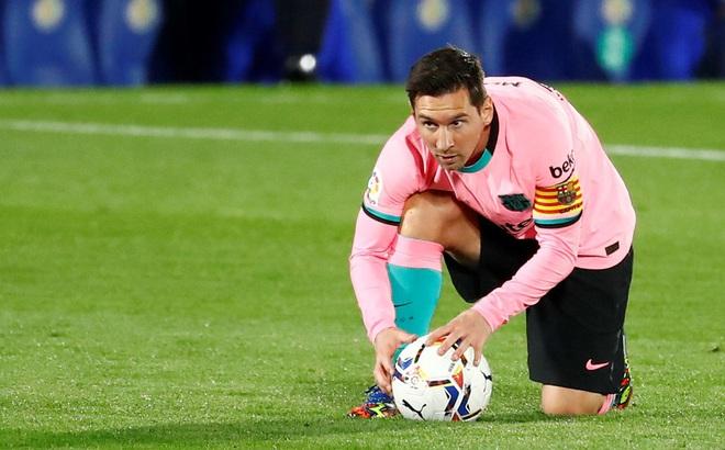 """Messi ký tên tham gia một """"cuộc chiến"""" mới, công khai đối đầu Barcelona"""