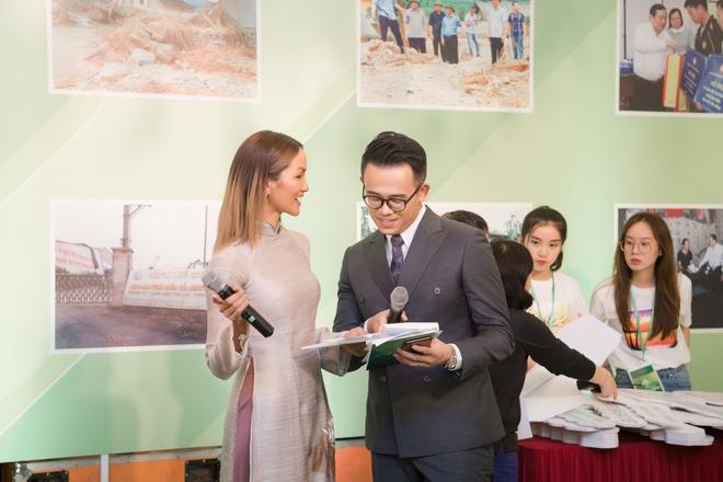 MC Đức Bảo, hoa hậu HHen Niê sánh đôi, khen ngợi nhau hết lời - Ảnh 2.