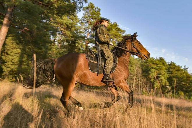 Nữ binh Nga trong chùm ảnh đầy bản lĩnh trên lưng ngựa: Ai nói kỵ binh đã hết thời? - Ảnh 3.