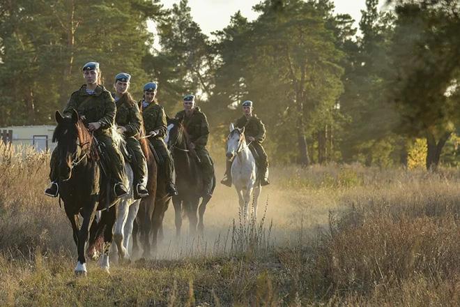 Nữ binh Nga trong chùm ảnh đầy bản lĩnh trên lưng ngựa: Ai nói kỵ binh đã hết thời? - Ảnh 4.