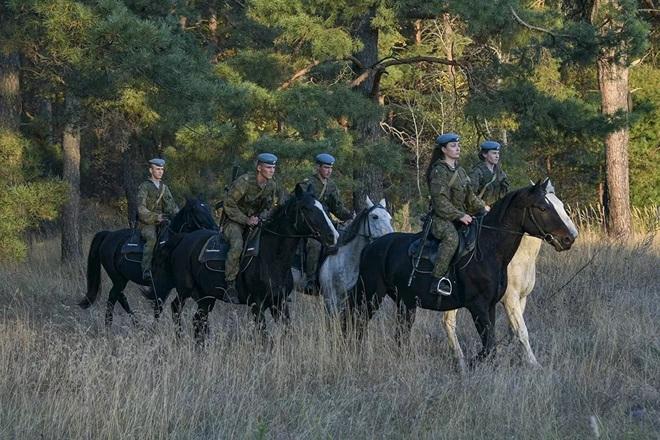 Nữ binh Nga trong chùm ảnh đầy bản lĩnh trên lưng ngựa: Ai nói kỵ binh đã hết thời? - Ảnh 7.