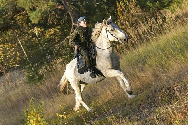 Nữ binh Nga trong chùm ảnh đầy bản lĩnh trên lưng ngựa: Ai nói kỵ binh đã hết thời? - Ảnh 8.