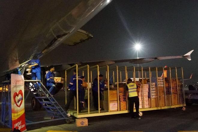 Động thái bất ngờ của hàng loạt hãng bay Việt trước bão lũ miền Trung - Ảnh 1.