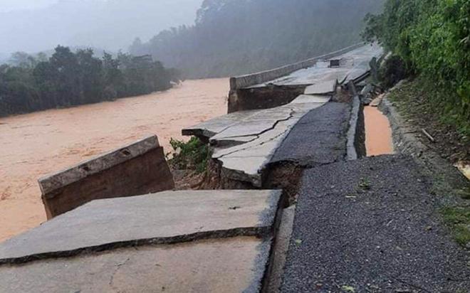 Thông báo khẩn về ngập sâu trên quốc lộ 1A và đường Hồ Chí Minh - Ảnh 1.