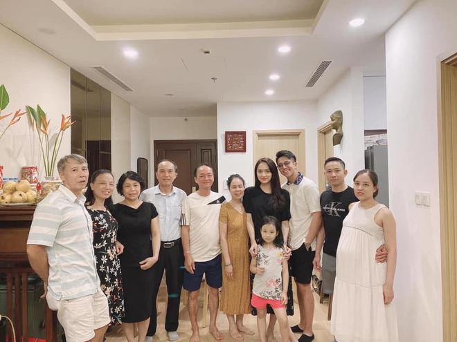 Hoa hậu Hương Giang dẫn bạn trai đại gia về ra mắt bố mẹ - Ảnh 2.