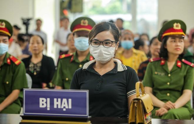 [ẢNH] Xử lưu động chủ quán Nhắng nướng Hiền Thiện ép cô gái quỳ, người dân Bắc Ninh tập trung đông theo dõi - Ảnh 10.