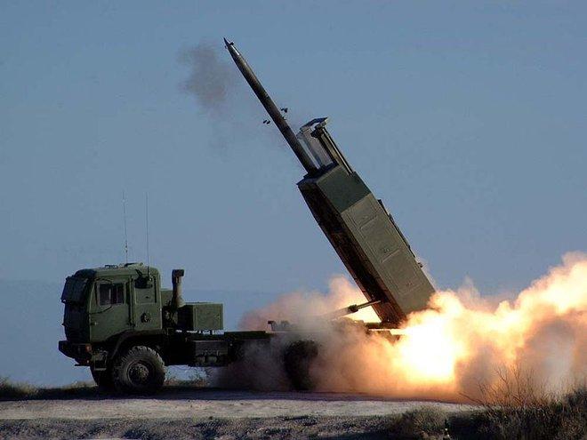 """Clip: Thần pháo M142 HIMARS và ASTROS II phóng """"mưa tên lửa"""" sáng rực trời Syria - Ảnh 2."""
