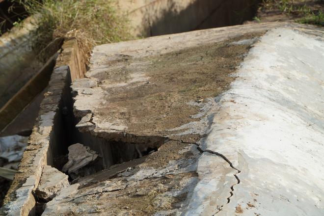 Công trình thủy lợi 119 tỉ vừa hoàn thành đã hỏng, sửa xong lại tiếp tục tan nát - Ảnh 2.