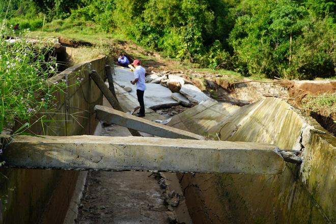 Công trình thủy lợi 119 tỉ vừa hoàn thành đã hỏng, sửa xong lại tiếp tục tan nát - Ảnh 5.