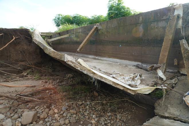 Công trình thủy lợi 119 tỉ vừa hoàn thành đã hỏng, sửa xong lại tiếp tục tan nát - Ảnh 3.