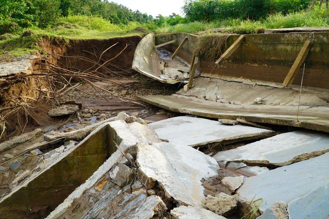 Công trình thủy lợi 119 tỉ vừa hoàn thành đã hỏng, sửa xong lại tiếp tục tan nát - Ảnh 1.