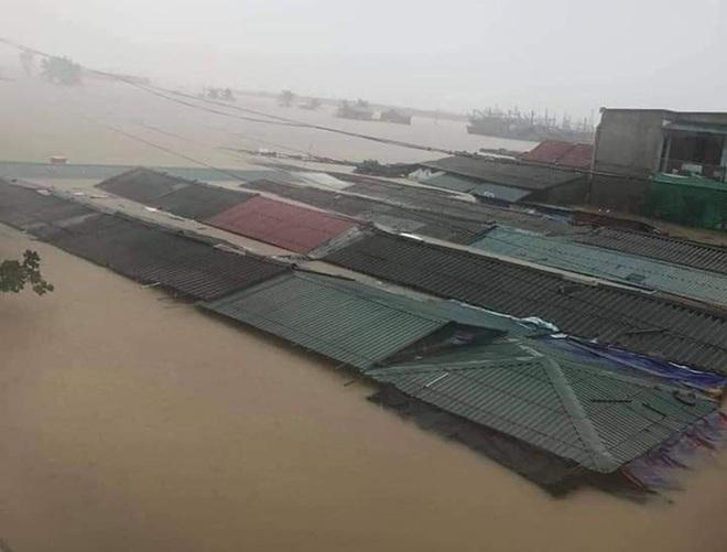 Những hình ảnh thắt ruột trong trận đại hồng thủy ở Quảng Bình - Ảnh 11.