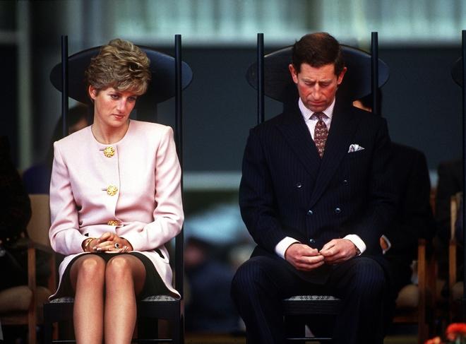 Chỉ 1 phút yếu lòng, Công nương Diana bị gài bẫy, tạo ra 1 quả bom ném thẳng vào Hoàng gia Anh - Ảnh 4.