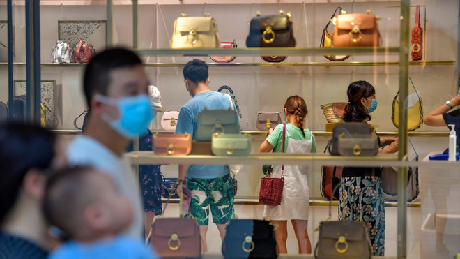 Biểu tình hiếm thấy ở Bắc Kinh hé lộ mâu thuẫn trong số liệu phục hồi kinh tế đáng ghen tị của TQ? - Ảnh 1.