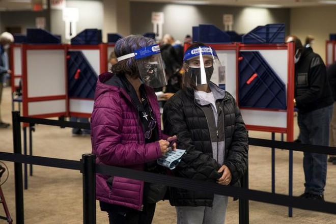 Mỹ: Gần 28 triệu cử tri đã bỏ phiếu sớm vì sợ COVID-19 - Ảnh 1.