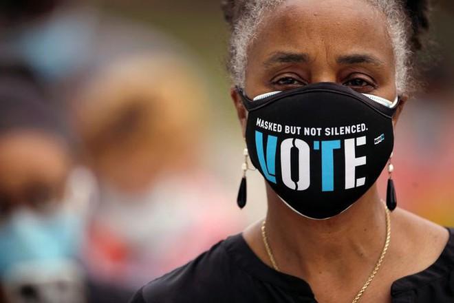 Mỹ: Gần 28 triệu cử tri đã bỏ phiếu sớm vì sợ COVID-19 - Ảnh 3.