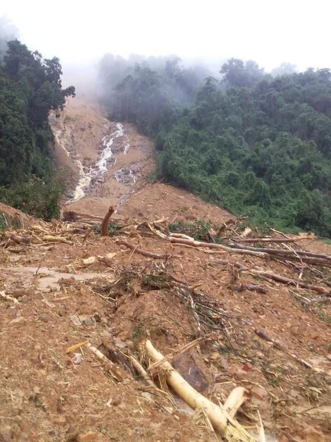 Quảng Bình: Sạt lở núi kinh hoàng, vùi lấp đồn biên phòng và xé toác QL 12A - Ảnh 5.