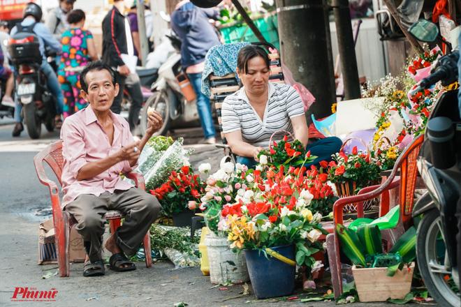 Chợ hoa sỉ lớn nhất Sài Gòn nhộn nhịp khách mua lẻ - Ảnh 5.