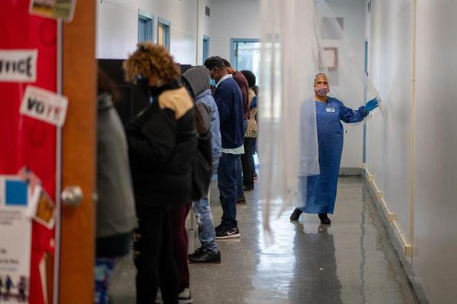 Mỹ: Gần 28 triệu cử tri đã bỏ phiếu sớm vì sợ COVID-19 - Ảnh 6.