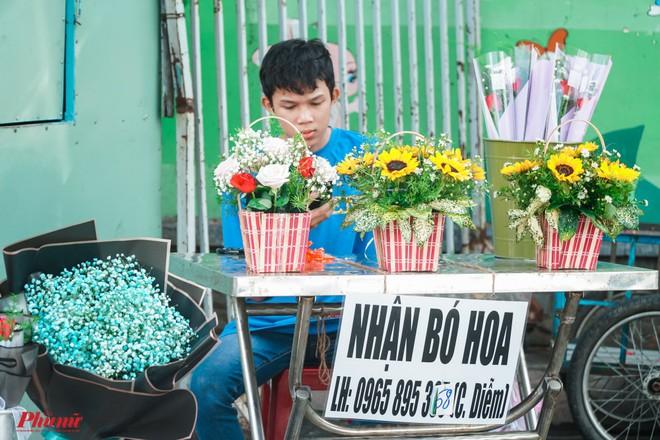 Chợ hoa sỉ lớn nhất Sài Gòn nhộn nhịp khách mua lẻ - Ảnh 7.