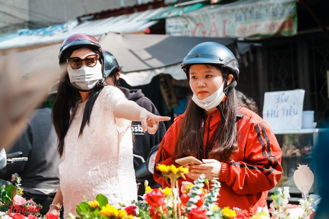 Chợ hoa sỉ lớn nhất Sài Gòn nhộn nhịp khách mua lẻ - Ảnh 10.