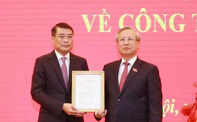 Trao Quyết định của Bộ Chính trị cho ông Lê Minh Hưng