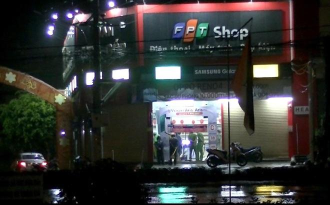 Nam thanh niên dỡ mái đột nhập vào cửa hàng trộm nhiều điện thoại