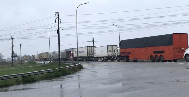 Quốc lộ 1A qua Hà Tĩnh ngập sâu, hàng trăm chiếc xe chôn chân tại chỗ - Ảnh 9.