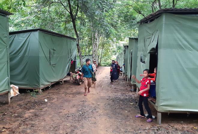 Nghệ An: Sợ sạt lở đất, hàng nghìn người được sơ tán đến lán trại khẩn cấp - Ảnh 12.