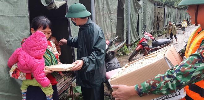 Nghệ An: Sợ sạt lở đất, hàng nghìn người được sơ tán đến lán trại khẩn cấp - Ảnh 13.