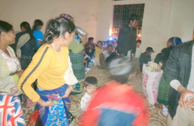 Nghệ An: Sợ sạt lở đất, hàng nghìn người được sơ tán đến lán trại khẩn cấp - Ảnh 9.