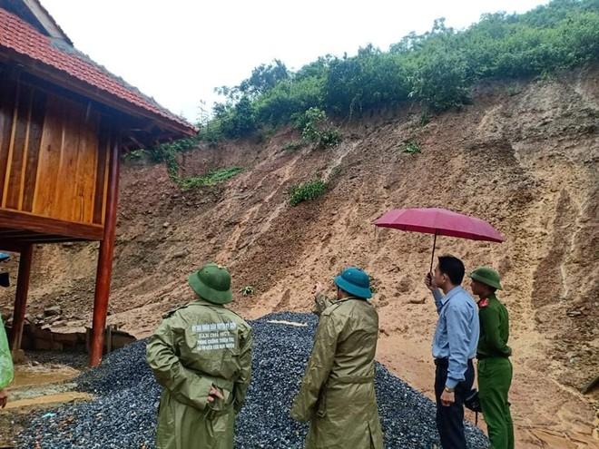 Nghệ An: Sợ sạt lở đất, hàng nghìn người được sơ tán đến lán trại khẩn cấp - Ảnh 16.