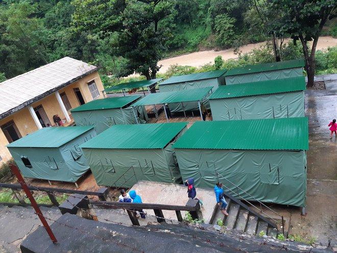 Nghệ An: Sợ sạt lở đất, hàng nghìn người được sơ tán đến lán trại khẩn cấp - Ảnh 15.