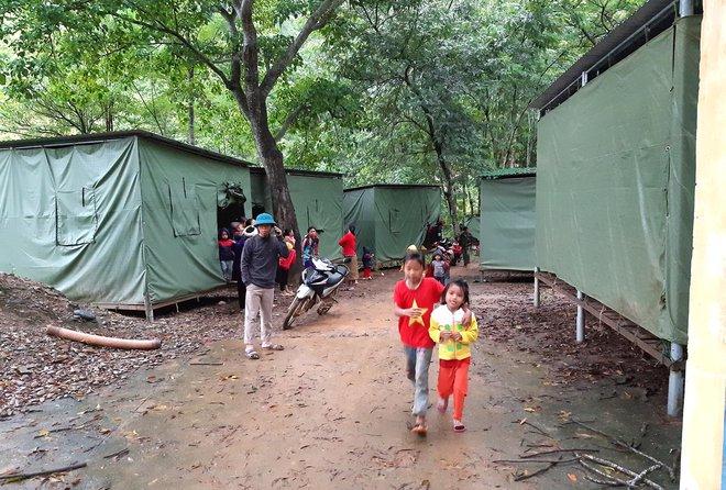 Nghệ An: Sợ sạt lở đất, hàng nghìn người được sơ tán đến lán trại khẩn cấp - Ảnh 11.
