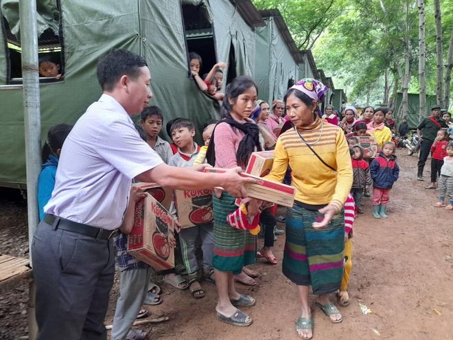 Nghệ An: Sợ sạt lở đất, hàng nghìn người được sơ tán đến lán trại khẩn cấp - Ảnh 14.