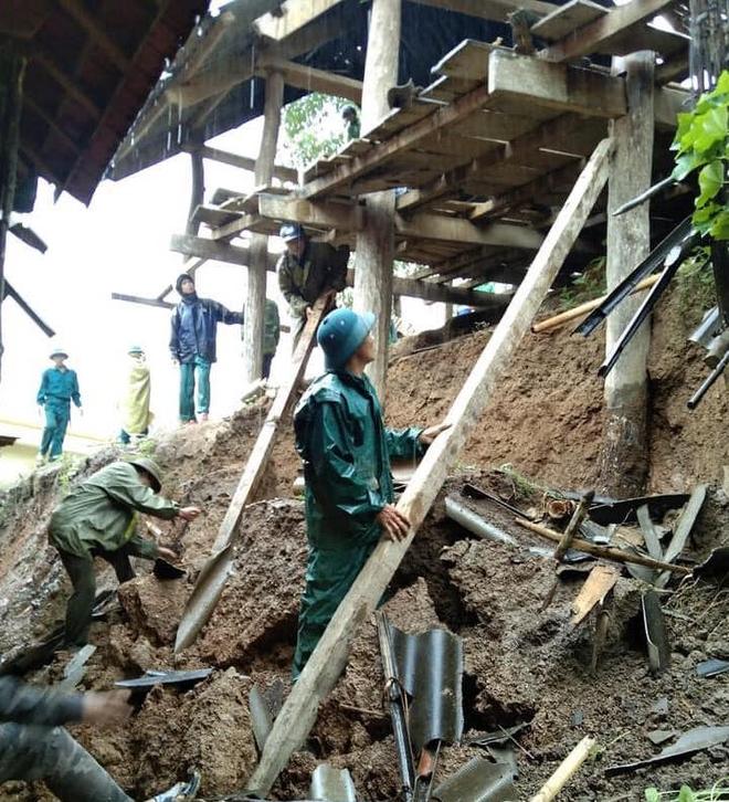 Nghệ An: Sợ sạt lở đất, hàng nghìn người được sơ tán đến lán trại khẩn cấp - Ảnh 17.