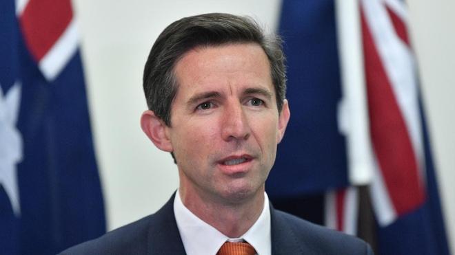 Làm Úc lao đao vì truyền miệng lệnh cấm nhập khẩu, Trung Quốc có nguy cơ chơi dao đứt tay - Ảnh 2.