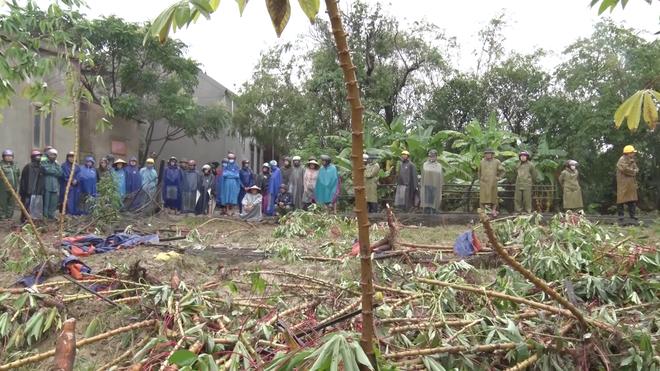 Hà Tĩnh: Tìm thấy thi thể bé gái 3 tuổi chơi ở sân nhà bị lũ cuốn ra ruộng - Ảnh 1.