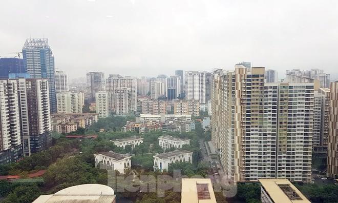 Hà Nội: Giá căn hộ vùng ven, ngoại thành được đẩy lên ngang ngửa khu trung tâm - Ảnh 1.
