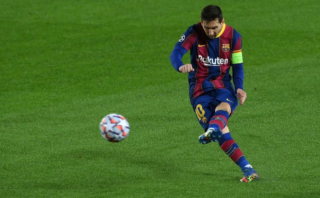 """Messi """"dằn mặt"""" Ronaldo trong ngày Barca đại thắng; Chelsea sảy chân ngay trên sân nhà"""