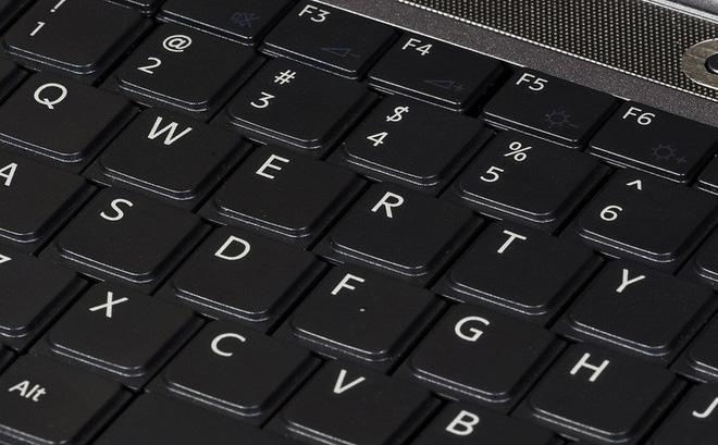 Vì sao các ký tự bàn phím xếp theo kiểu QWERTY, thay vì ABCDEF như trong bảng chữ cái?