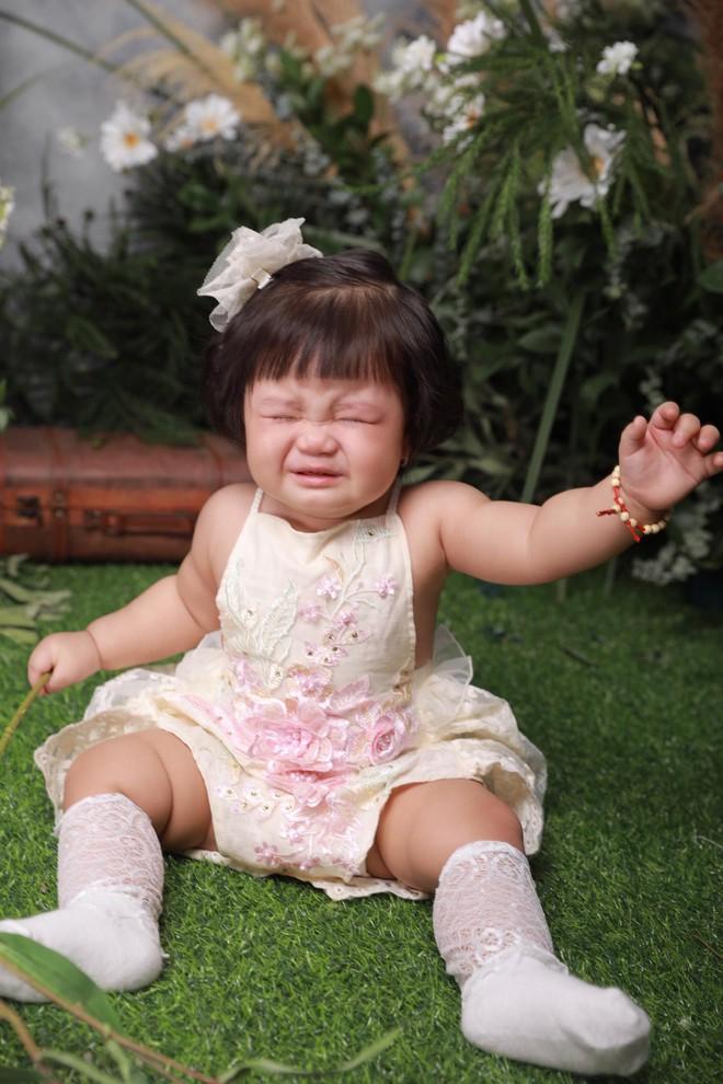 Chụp ảnh nhưng con gái khóc trôi cả studio, người mẹ lên tiếng giải thích về những tấm ảnh để đời - Ảnh 3.