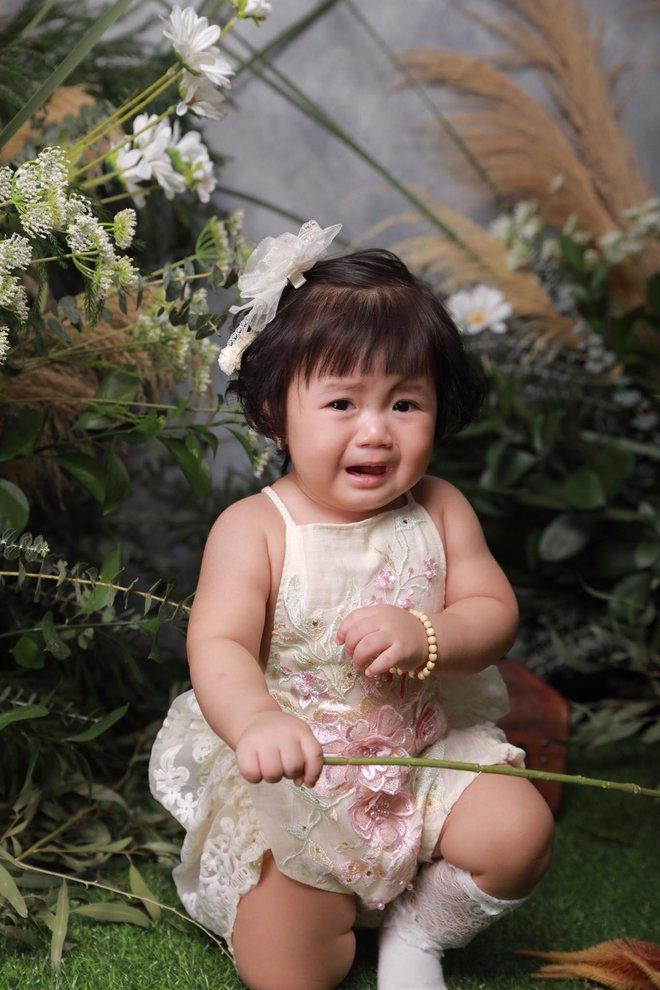 Chụp ảnh nhưng con gái khóc trôi cả studio, người mẹ lên tiếng giải thích về những tấm ảnh để đời - Ảnh 4.