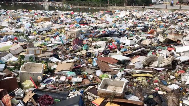 Sau lũ, tiểu thương chợ Hà Tĩnh mếu máo bới hàng hóa trong lớp bùn đất dày đặc - Ảnh 16.