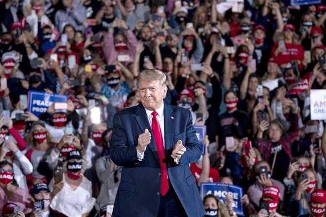 Phát hiện bất ngờ về các cuộc vận động tranh cử của ông Trump: Tổng thống đang cầm con dao hai lưỡi - Ảnh 2.