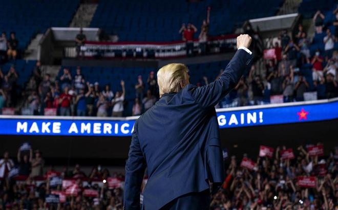 """Phát hiện bất ngờ về các cuộc vận động tranh cử của ông Trump: Tổng thống đang cầm """"con dao hai lưỡi"""""""