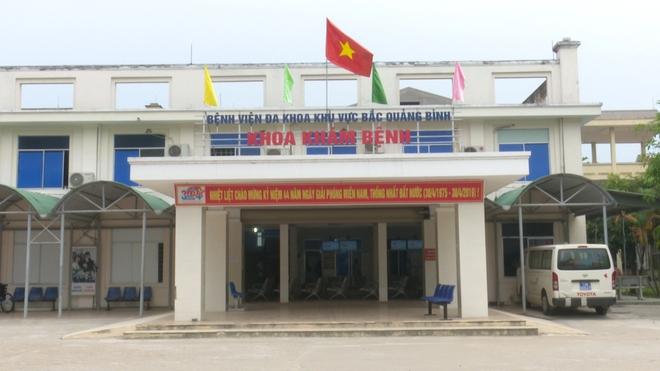 GĐ BV Bắc Quảng Bình: Không thể mổ ngay cho bệnh nhi gãy tay ở vùng lũ vì sưng rất lớn - Ảnh 3.