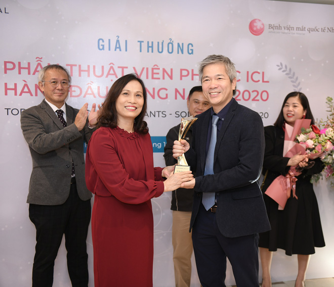Việt Nam tiếp tục có bác sĩ đoạt giải về phẫu thuật Phakic ICL hàng đầu Đông Nam Á 2020 - Ảnh 1.