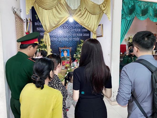 Hương Giang xúc động, đưa bạn trai đến viếng chiến sĩ hy sinh ở Rào Trăng 3 - Ảnh 3.